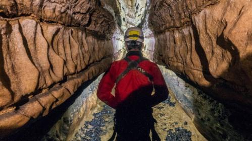 Spéléologie dans la rivière souterraine St-Christophe-sur-Roc (79)