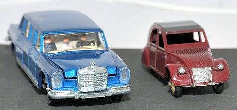 2CV et Mercedes